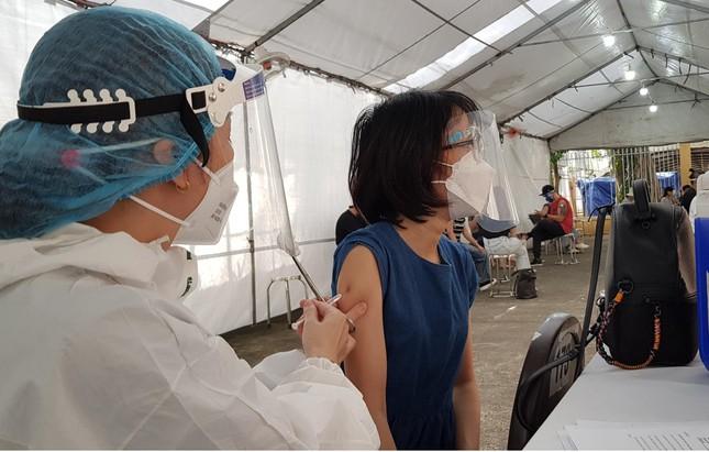 Ca mắc Covid-19 cộng đồng mới ở Hà Nội có 21 F1. Nhiều bệnh nhân Covid-19 ở TP.HCM bị trầm cảm, sốc tinh thần - Ảnh 1.