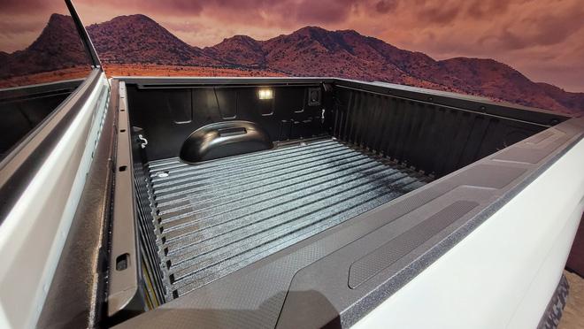 Đây là Toyota Tundra TRD Pro - Bán tải full đồ chơi đấu Ford F-150 Raptor - Ảnh 4.