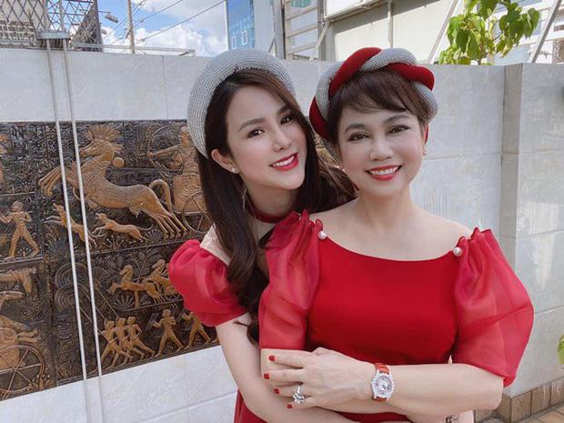 Sau tin đồn ly hôn, Diệp Lâm Anh hé lộ quan hệ với nhà chồng chỉ qua 3 bức ảnh Trung thu, spotlight đổ dồn vào visual mẹ chồng hào môn - Ảnh 4.