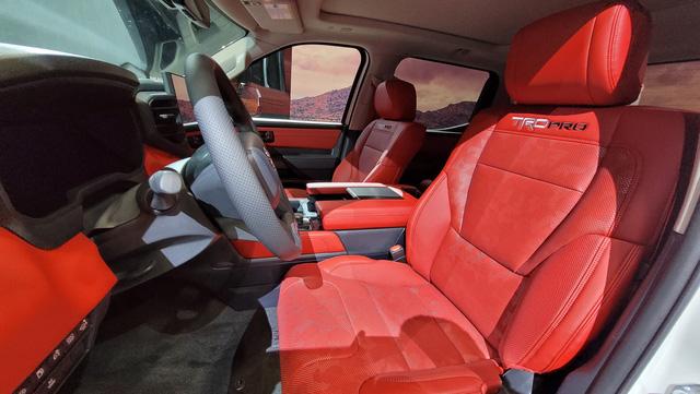 Đây là Toyota Tundra TRD Pro - Bán tải full đồ chơi đấu Ford F-150 Raptor - Ảnh 7.