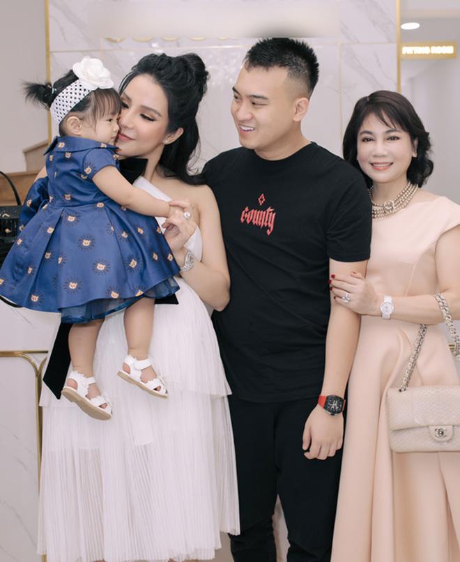 Sau tin đồn ly hôn, Diệp Lâm Anh hé lộ quan hệ với nhà chồng chỉ qua 3 bức ảnh Trung thu, spotlight đổ dồn vào visual mẹ chồng hào môn - Ảnh 7.