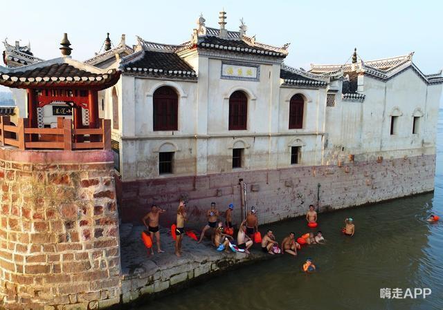 Ngôi chùa đứng vững giữa dòng sông dài nhất Trung Quốc, bất chấp đại hồng thủy suốt 700 năm: Bí mật gì bên dưới mặt nước? - Ảnh 9.