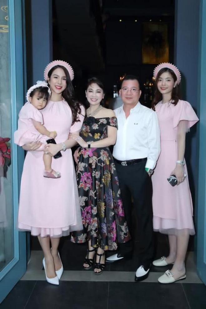 Sau tin đồn ly hôn, Diệp Lâm Anh hé lộ quan hệ với nhà chồng chỉ qua 3 bức ảnh Trung thu, spotlight đổ dồn vào visual mẹ chồng hào môn - Ảnh 8.
