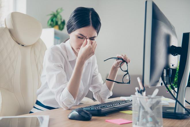 7 mẹo giúp bạn chống lại hội chứng thị giác màn hình - Ảnh 2.