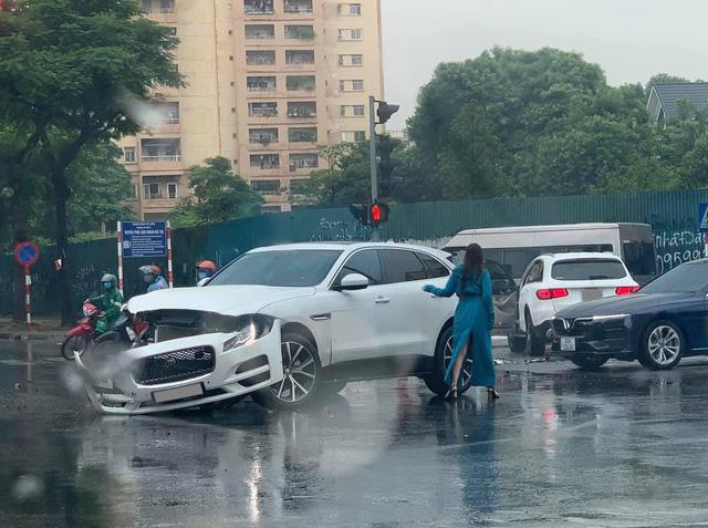 Mercedes-Benz GLC va chạm Jaguar F-Pace ngày thứ 2 nới lỏng giãn cách: 1 tấm hình mà thấy kha khá tiền - Ảnh 2.