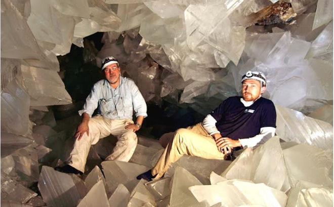 Bước chân vào hầm mỏ bỏ hoang, vị giáo sư không tim vào mắt mình: Cảnh tượng này khiến cả thế giới trầm trồ! - Ảnh 1.