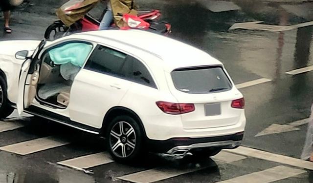 Mercedes-Benz GLC va chạm Jaguar F-Pace ngày thứ 2 nới lỏng giãn cách: 1 tấm hình mà thấy kha khá tiền - Ảnh 5.