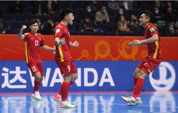 """Tiền đạo tuyển Nga: """"Việt Nam đang trở nên mạnh mẽ, họ chiến đấu đến giây cuối cùng"""" - Ảnh 1."""