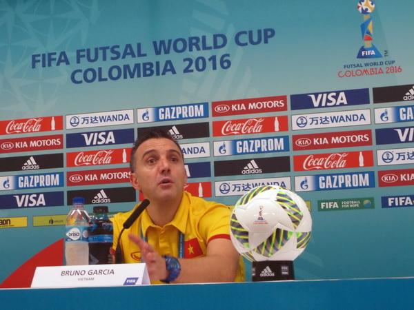 """HLV Bruno Garcia: """"Cầu thủ Việt Nam đã ở một trình độ khác, nên được xuất ngoại nhiều hơn"""" - Ảnh 1."""