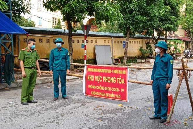 Ca F0 trong cộng đồng ở Hà Nội tử vong trong tư thế treo cổ. CA làm việc với nhóm người hành hung nhân viên y tế tại quận 8 - Ảnh 1.