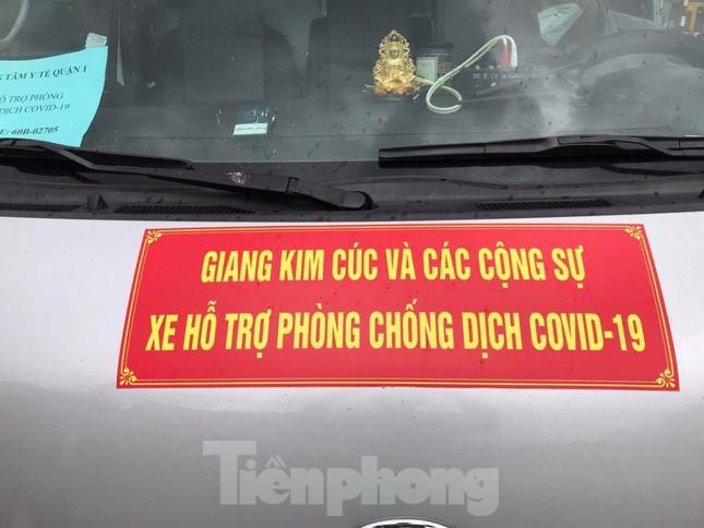 Lập biên bản tài xế xe cứu thương gắn bảng Giang Kim Cúc và các cộng sự - Ảnh 3.