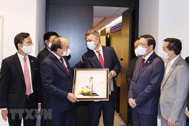 Tin vui cho Việt Nam: Pfizer hứa chắc nịch sau chuyến thăm của Chủ tịch nước - Ông Hun Sen lệnh khẩn cấp, Campuchia nguy hiểm - Ảnh 4.