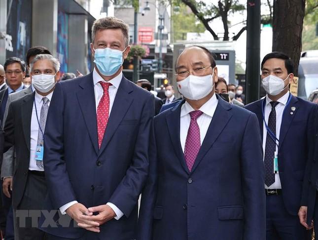 Tin vui cho Việt Nam: Pfizer hứa chắc nịch sau chuyến thăm của Chủ tịch nước - Ông Hun Sen lệnh khẩn cấp, Campuchia nguy hiểm - Ảnh 5.