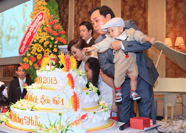 Đàm Vĩnh Hưng từng hát trong tiệc thôi nôi bé Hằng Hữu, 8 năm sau kiện bà Phương Hằng đúng ngày sinh nhật quý tử - Ảnh 2.