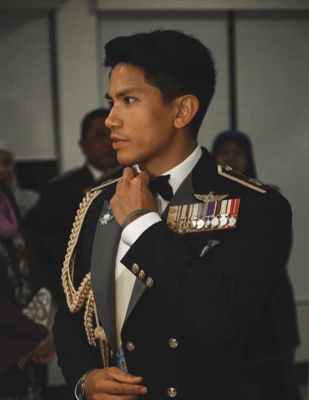 """Hoàng tử điển trai nhất Brunei - người thừa kế 20 tỷ USD """"cực phẩm"""" từ đầu đến chân từng làm MXH náo loạn giờ có cuộc sống thế nào? - Ảnh 13."""