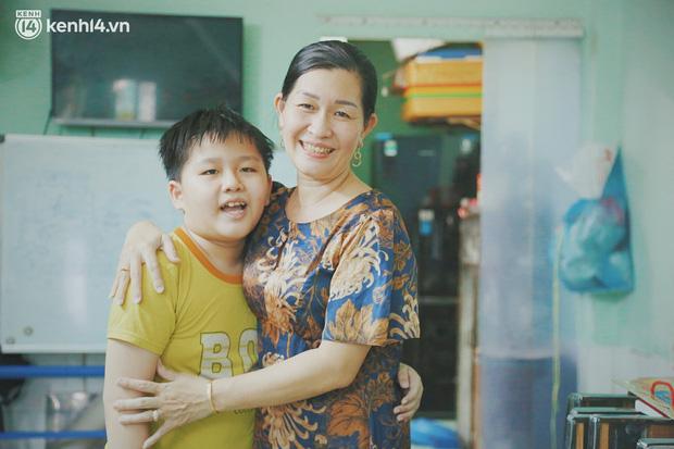 Ba mất sau khi nhiễm Covid-19, bé trai 8 tuổi xin mẹ đi tìm cây đèn thần để giúp ba hồi sinh - Ảnh 14.