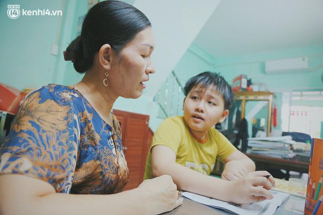 Ba mất sau khi nhiễm Covid-19, bé trai 8 tuổi xin mẹ đi tìm cây đèn thần để giúp ba hồi sinh - Ảnh 8.