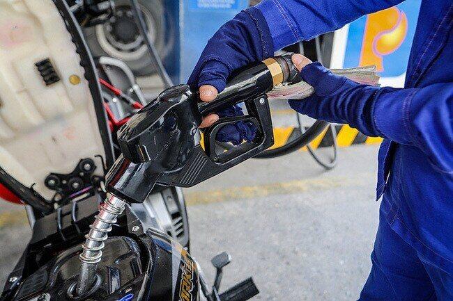 Giá xăng dầu đồng loạt tăng mạnh kể từ 15h chiều nay - Ảnh 1.
