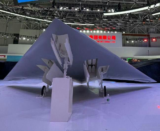 Bí ý tưởng hút khách ở Zhuhai-2021, Trung Quốc thuổng luôn bài vở của Su-75 Checkmate? - Ảnh 3.