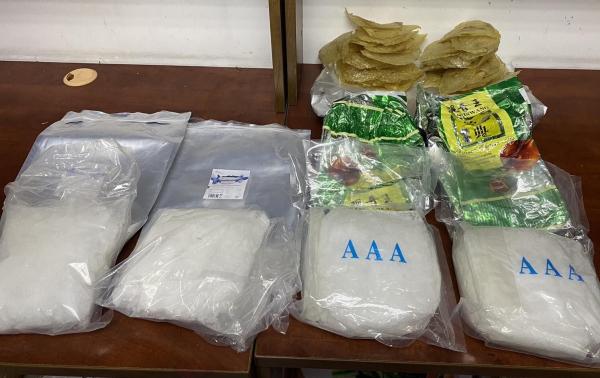 4,6kg ma túy ngụy trang trong cá khô và sứa biển xuất khẩu - Ảnh 1.