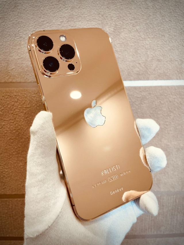 """Chi tiết iPhone 13 Pro Max bản mạ vàng và kim cương siêu """"sang chảnh"""" giá hơn 130 triệu đồng tại Việt Nam - Ảnh 1."""