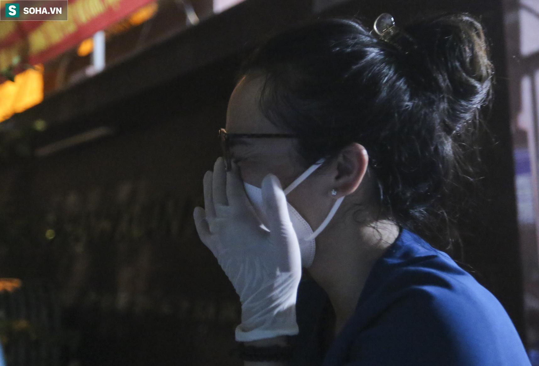 Hà Nội: Dỡ phong toả ổ dịch Thanh Xuân Trung, nhân viên y tế vui mừng bật khóc nức nở - Ảnh 10.