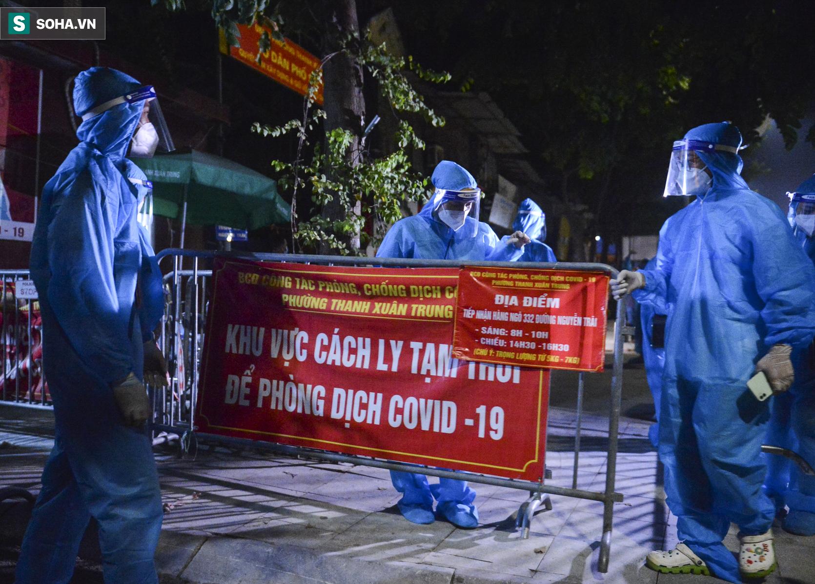 Hà Nội: Dỡ phong toả ổ dịch Thanh Xuân Trung, nhân viên y tế vui mừng bật khóc nức nở - Ảnh 5.