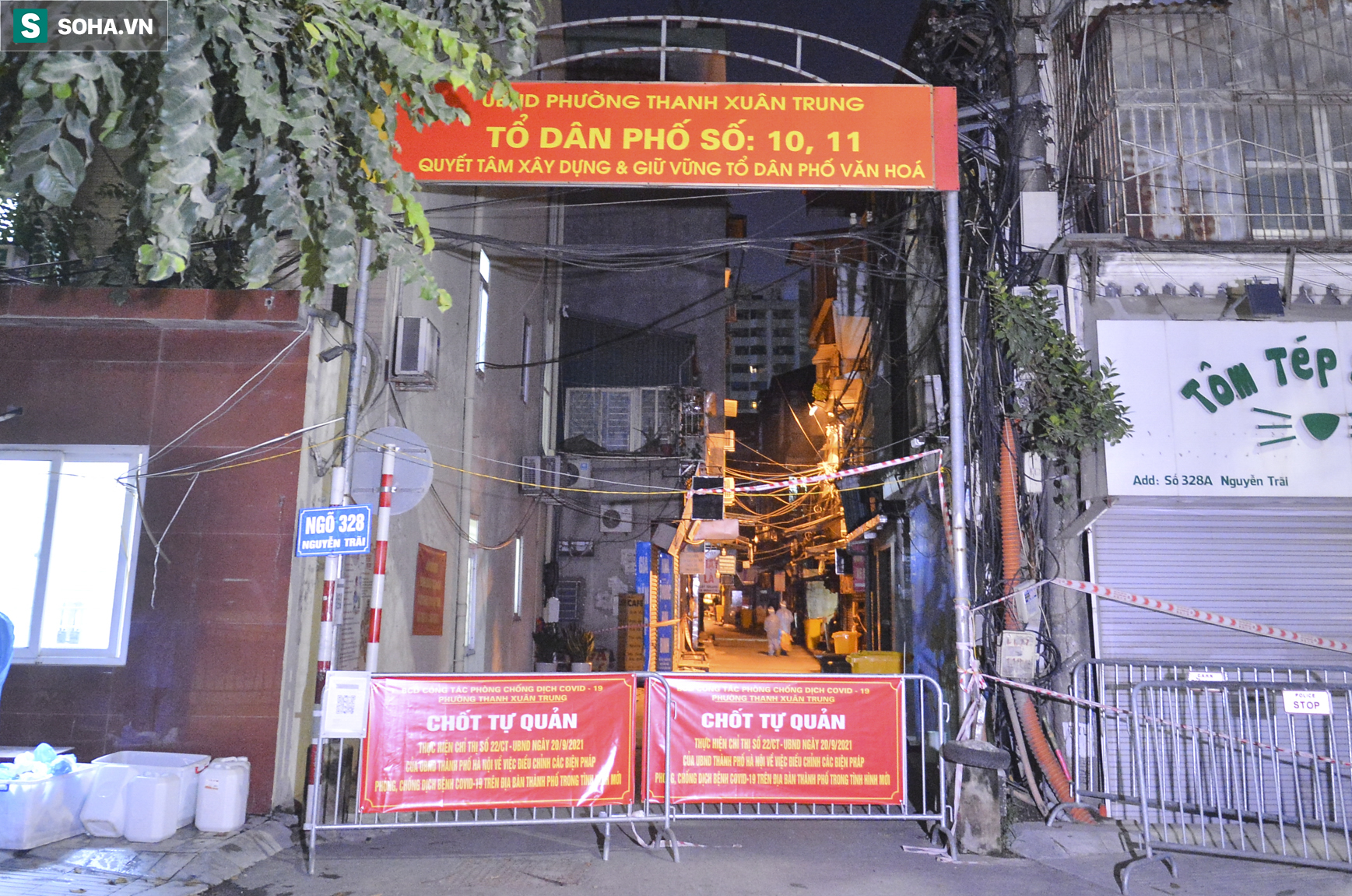 Hà Nội: Dỡ phong toả ổ dịch Thanh Xuân Trung, nhân viên y tế vui mừng bật khóc nức nở - Ảnh 1.