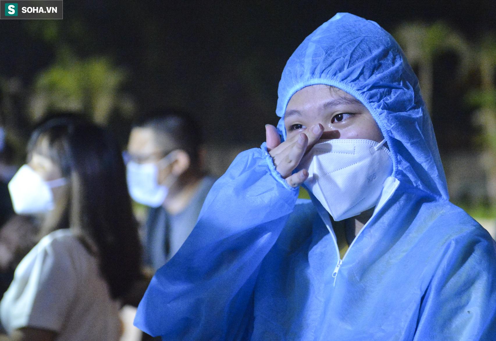 Hà Nội: Dỡ phong toả ổ dịch Thanh Xuân Trung, nhân viên y tế vui mừng bật khóc nức nở - Ảnh 12.