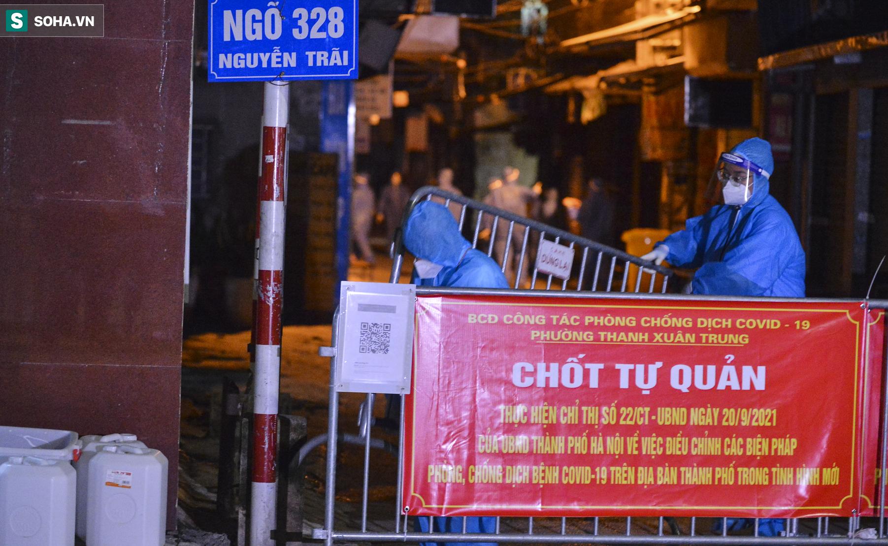 Hà Nội: Dỡ phong toả ổ dịch Thanh Xuân Trung, nhân viên y tế vui mừng bật khóc nức nở - Ảnh 11.