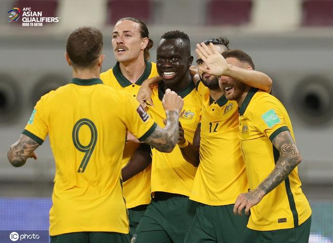 Kết quả Australia vs Trung Quốc: Vỡ trận thảm thương, tuyển Trung Quốc ôm nỗi thất vọng tràn trề dưới đáy BXH - Ảnh 2.