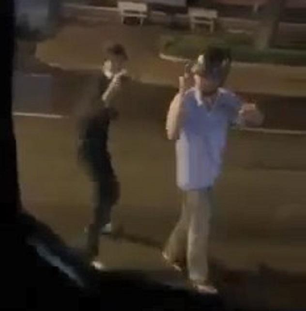 Nhóm thanh niên bất chấp dịch bệnh, nhảy nhót, hát hò giữa đường rồi quay clip đăng lên mạng xã hội - Ảnh 1.
