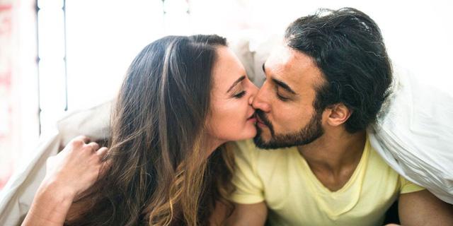 Các cặp vợ chồng nên quan hệ tình dục bao lâu một lần? - Ảnh 1.