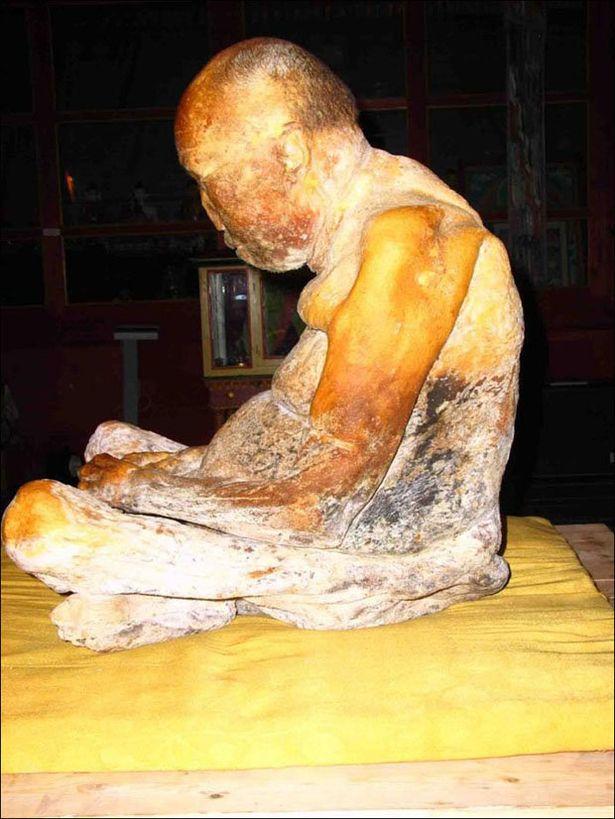 Chuyện kỳ quái về xác ướp trăm năm của nhà sư: Nguyên vẹn đến khó tin khi được tìm thấy, từng gây xôn xao với nghi vấn hồi sinh rùng rợn - Ảnh 3.