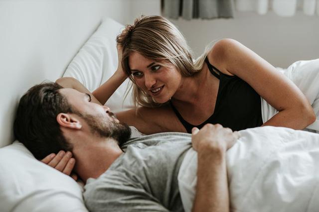 Các cặp vợ chồng nên quan hệ tình dục bao lâu một lần? - Ảnh 2.