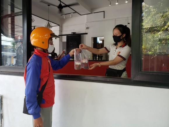 Những tỉnh, thành nào mới cho phép mở lại dịch vụ ăn uống? - Ảnh 1.