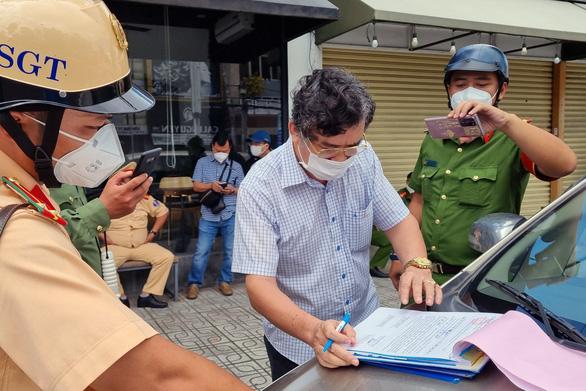 Hà Nội phát hiện 35 ca Covid-19 từ sáng đến nay; người dân đã hiểu lý do được phát 15kg gạo nhưng phải ký nhận 1,5 triệu đồng ở TP. HCM - Ảnh 1.