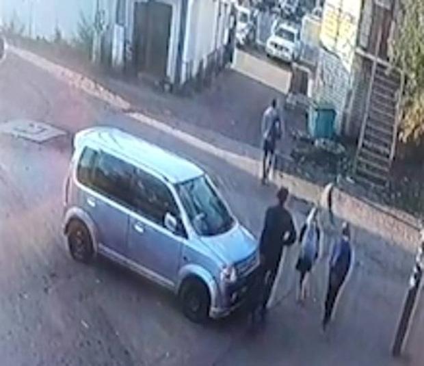 2 bé gái 10 tuổi bị cưỡng hiếp rồi sát hại tại ngôi nhà hoang, khoảnh khắc cuối đứng cạnh kẻ ác nhân được tiết lộ gây ám ảnh - Ảnh 5.