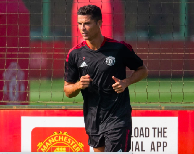 Fan MU đuổi theo siêu xe 20 tỷ đồng của Ronaldo - Ảnh 7.
