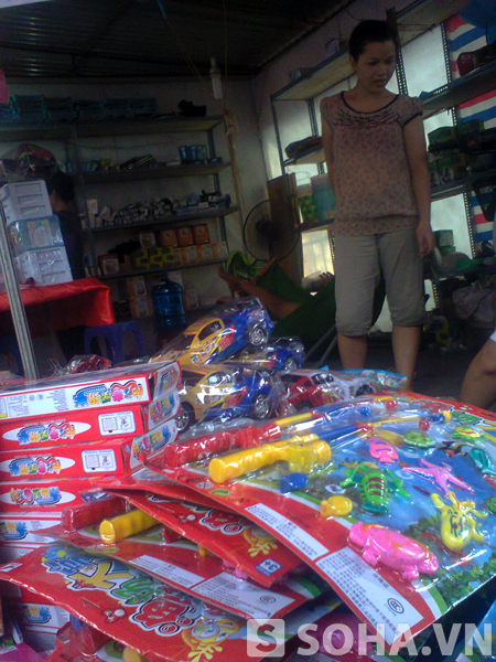 Ai dám chắc chắn rằng những đồ chơi dành cho trẻ em có xuất xứ từ Trung Quốc này không phải là hàng nhập lậu và không ảnh hưởng đến sức khỏe cho trẻ em khi chơi?