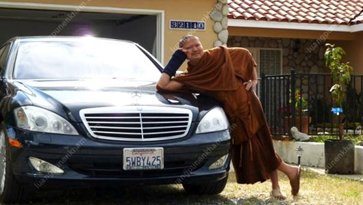 """34 tuổi, nhà sư Thái Lan tự phong 'Đại Đức Ông"""""""