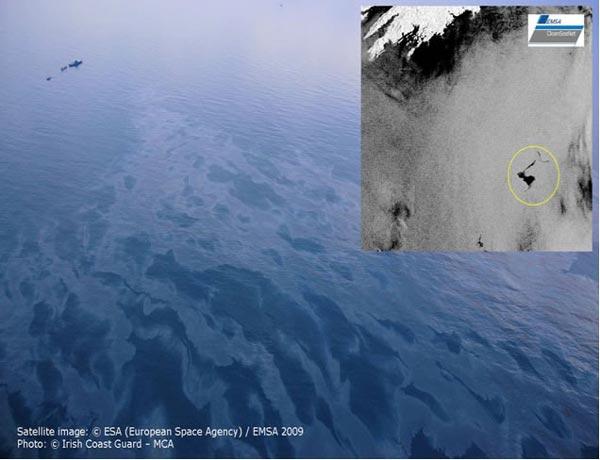 Vệt dầu loang do nhiên liệu bị rơi xuống biển trong quá trình tiếp nhiên liệu cho tàu sân bay Kuznetsov có thể nhìn thấy từ vệ tinh.