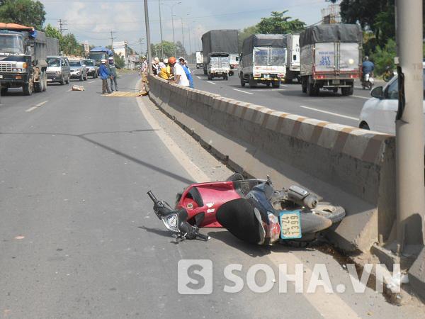 Hiện trường vụ tai nạn làm nam thanh niên tử vong ngay tại chổ