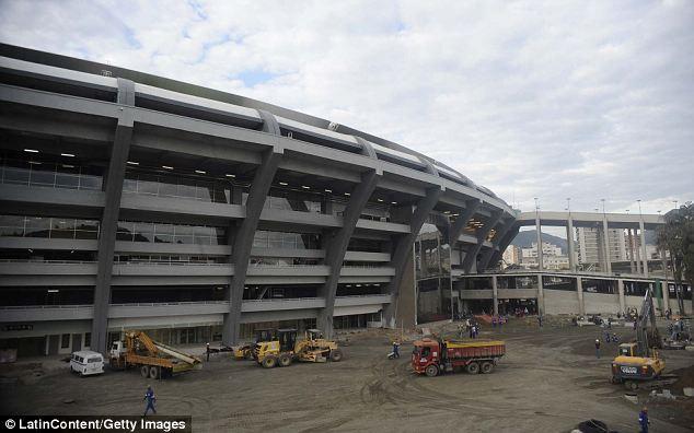 Sân Maracana vẫn ngổn ngang như 1 công trường xây dựng