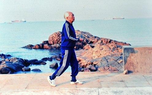Ngay cả khi đã cao tuổi, Đại tướng Võ Nguyên Giáp vẫn rất chăm chỉ tập luyện thể dục, thể thao