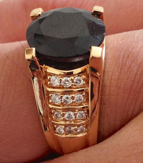 Chiếc nhẫn kim cương