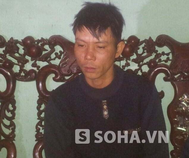 Anh Nguyễn Hữu Gốp (anh trai Chính) trò chuyện với PV