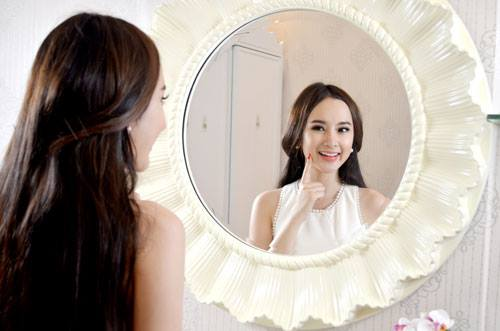 Angela Phương Trinh bán nude úp mở chuyện cạnh tranh với Ngọc Trinh