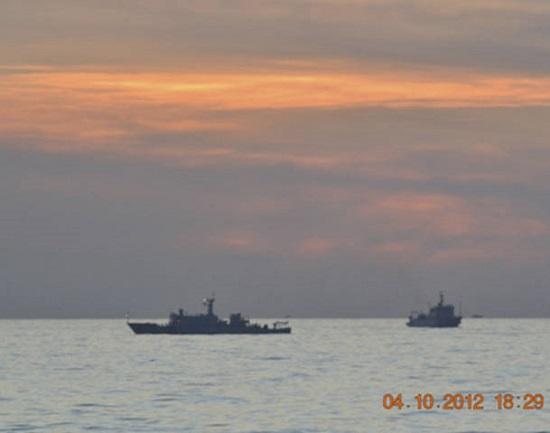 Tàu hải giám Trung Quốc được phát hiện tại khu vực bãi cạn Scarborough mà Philippines tuyên bố chủ quyền. Scarborough chỉ cách bờ biển Philippines 230km