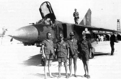 Máy bay MiG-23 của Hải quân Liên Xô tại căn cứ Cam Ranh